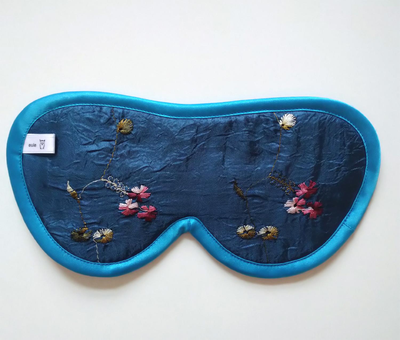 schlafbrille aus seide bestickt mit blümchen