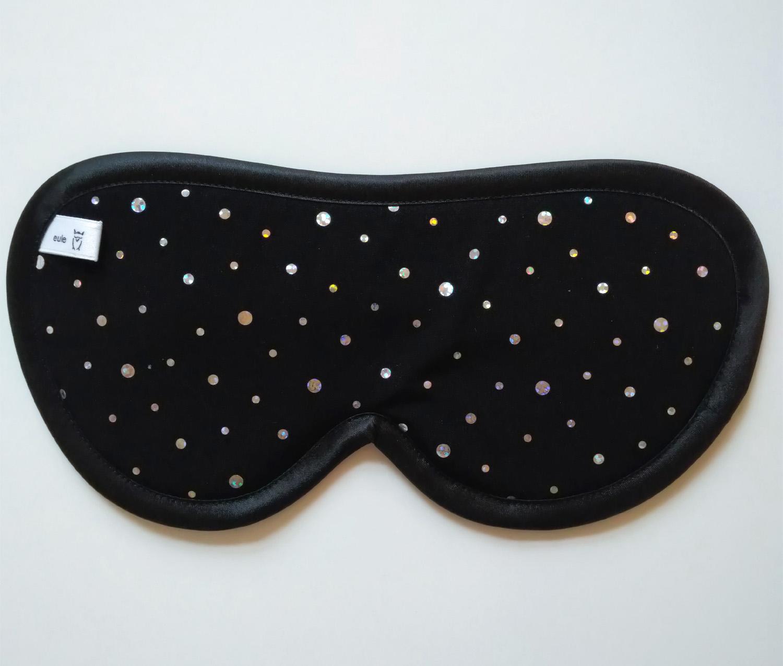 schlafbrille aus seide mit glitzerpunkten