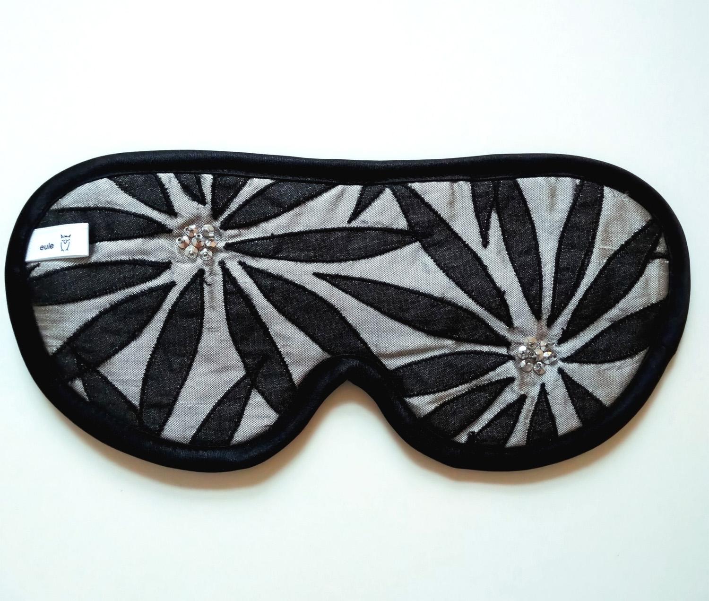 schlafbrille aus hochwertiger seide mit strass-steinen