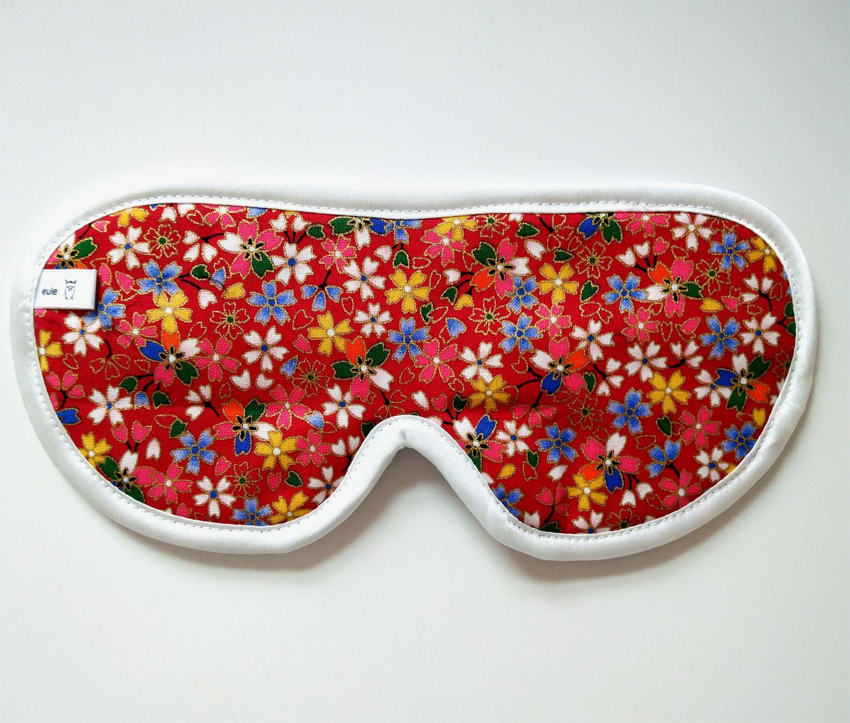 schlafbrille aus hochwertiger seide mit golddruck