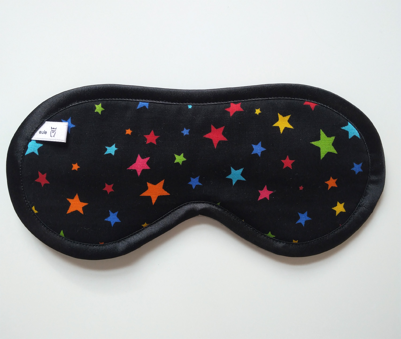 schlafbrille aus weicher baumwolle mit bunten sternen