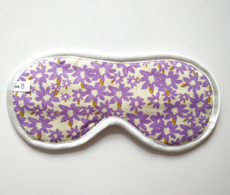 schlafbrille aus weicher baumwolle mit violetten blumen