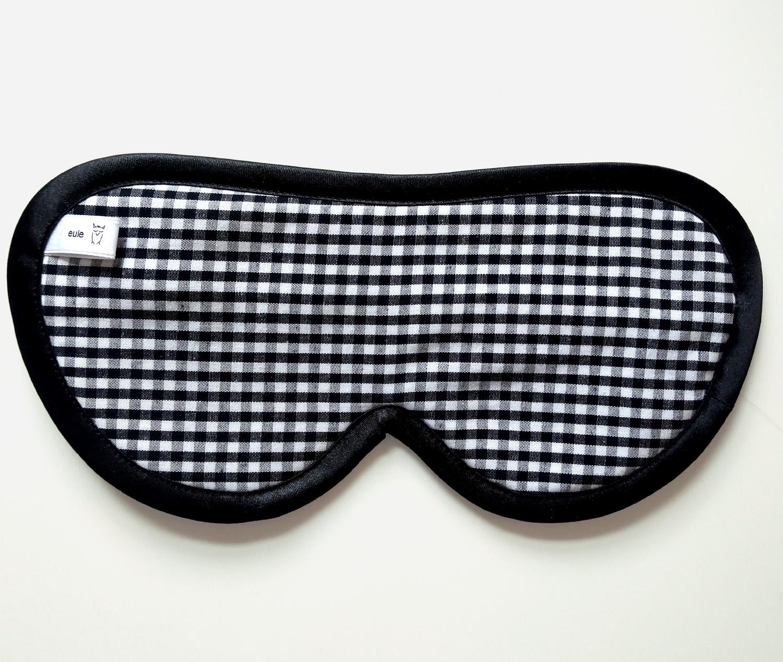 schlafbrille für männer aus seide schwarz-weiss-kariert